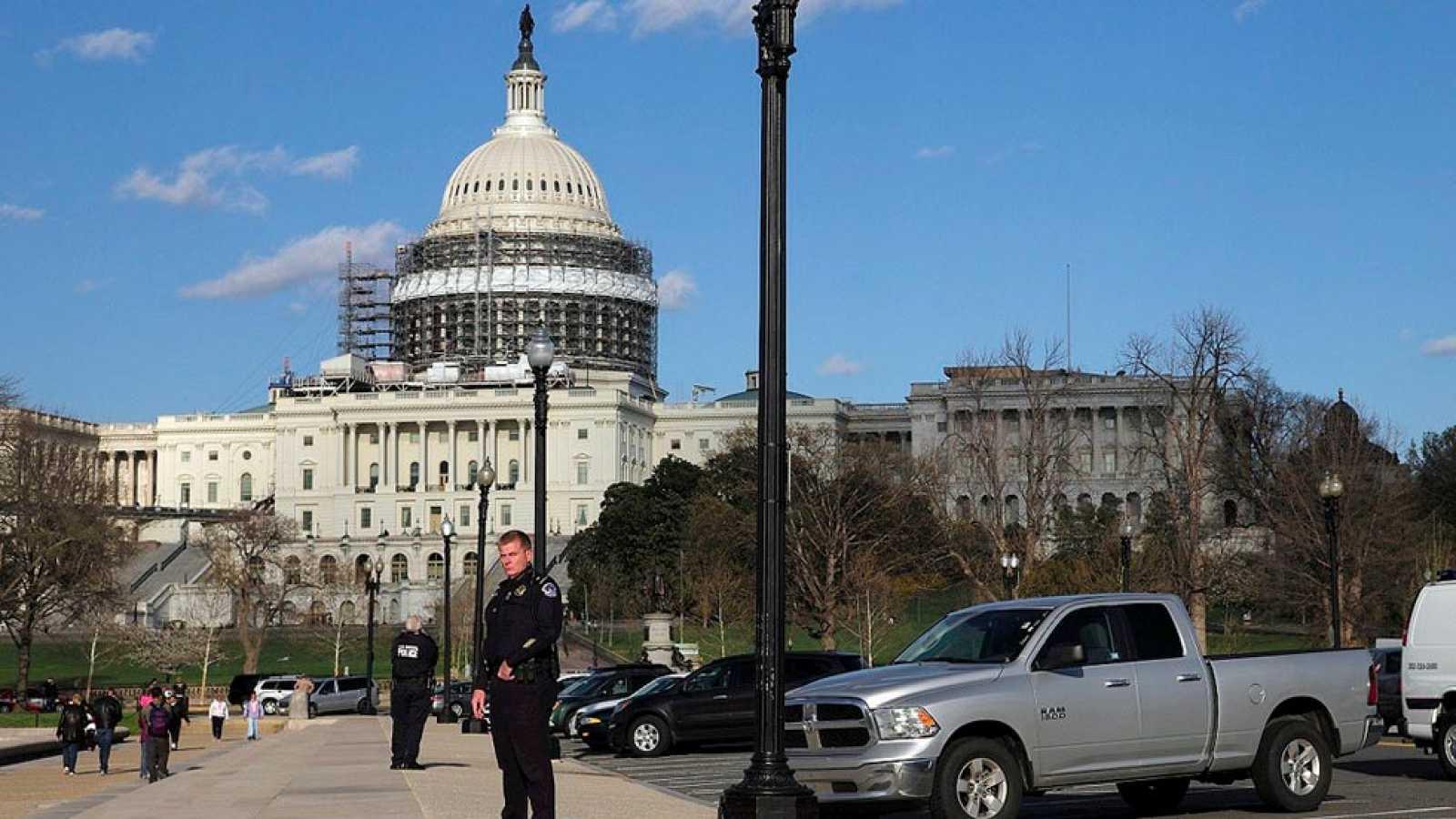 Un detenido y una mujer herida en un tiroteo que obliga a cerrar el Capitolio y la Casa Blanca