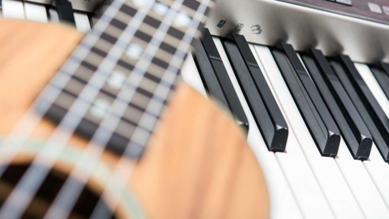 Entre paréntesis - 'Entre paréntesis', Acordes Libres y tú podéis crear una canción - Ver ahora