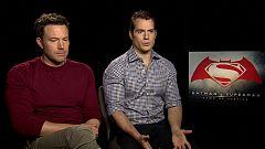 """De película - Henry Cavill y Ben Affleck: """"Los trajes de Batman y Superman también son impresionantes en persona"""""""