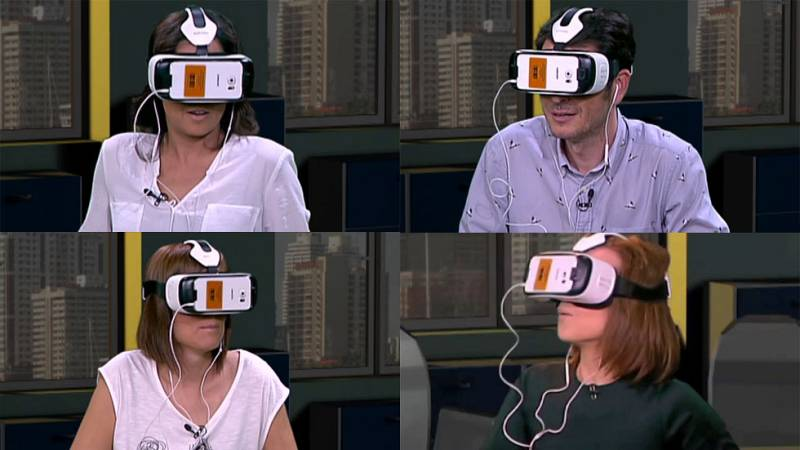 Carlos del Amor, Mara Torres, Mónica López y Aura Garrido prueban la nueva aplicación de realidad virtual de 'El Ministerio del Tiempo' en 'La puerta del tiempo'. Ésta es su reacción.
