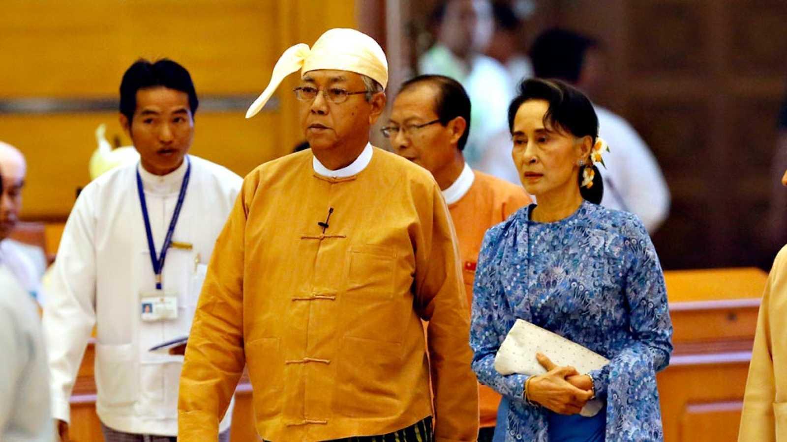El primer presidente democrático de Birmania en medio siglo ha tomado posesión de su cargo