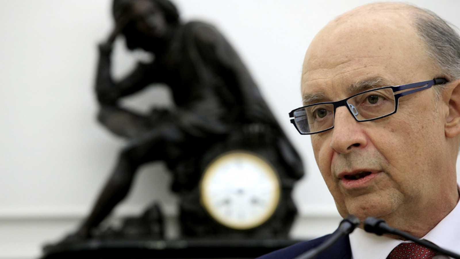 Hacienda retendrá fondos a Aragón y Extremadura para pagar deudas a proveedores