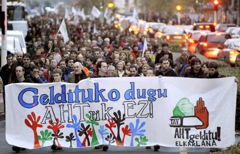 Manifestación contra el AVE vasco