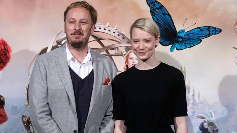 RTVE.es entrevista a Mia Wasikowska y James Bobin, protagonista y director de 'Alicia a través del espejo'