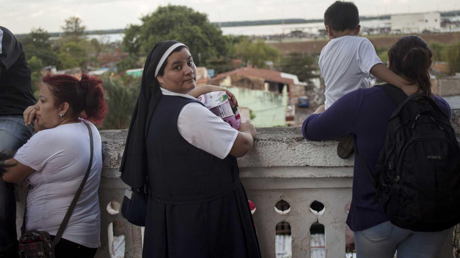El Vaticano rectifica sobre la posibilidad de que las mujeres puedan administrar sacramentos
