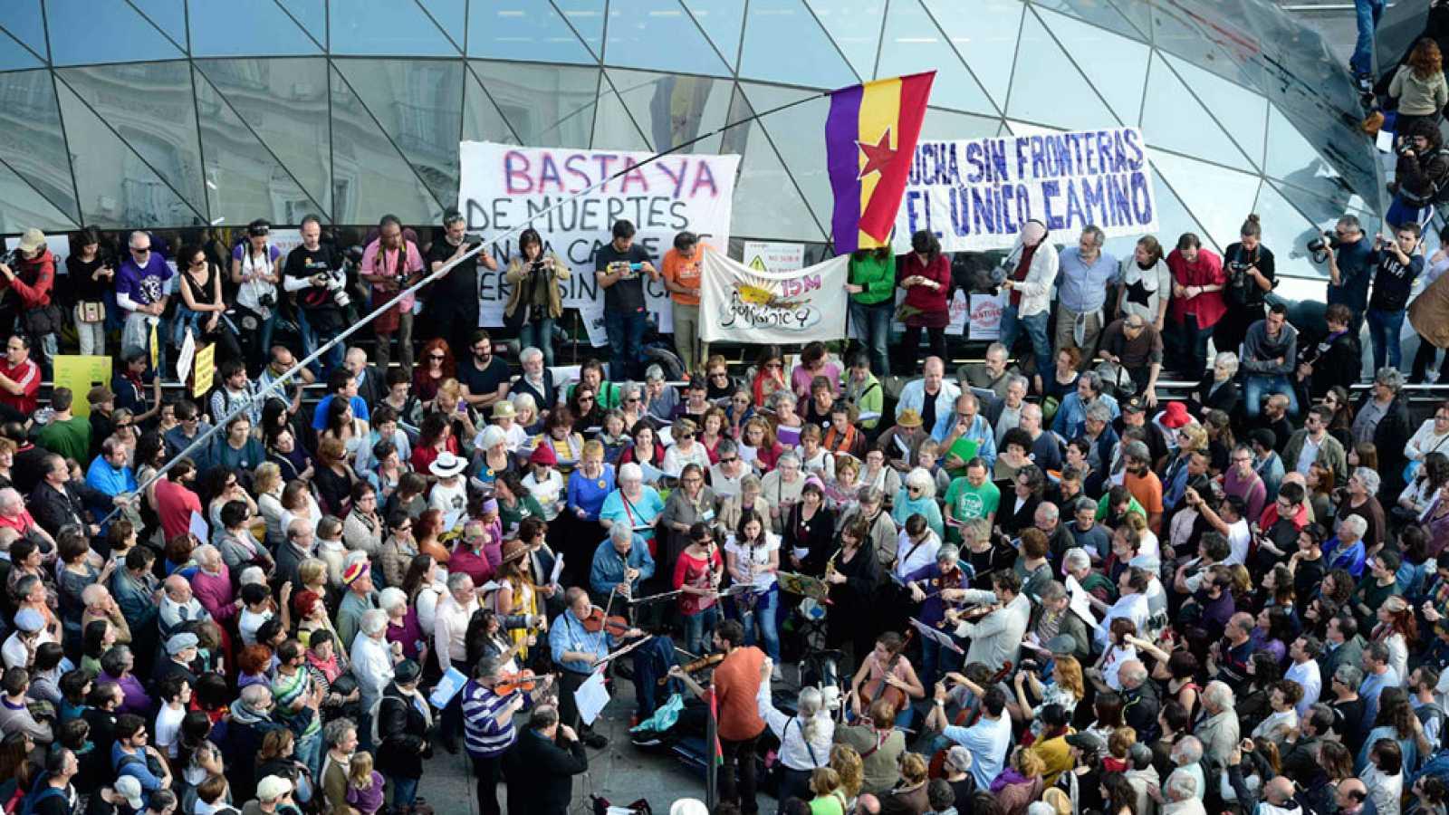 Los indignados del 15M vuelven a la Puerta del Sol cinco años después