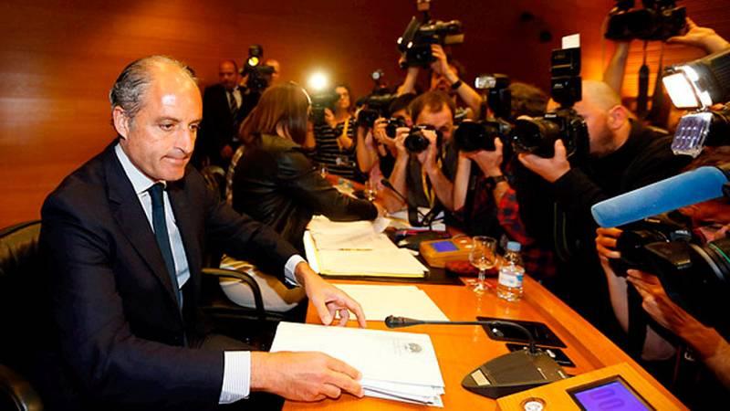 En las Cortes valencianas el expresidente de la comunidad, Francisco Camps, ha comparecido en la comisión de investigación