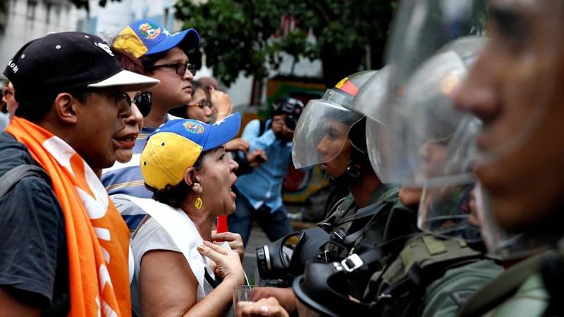 La policía de Venezuela se ha enfrentado a los opositores en las calles de Caracas