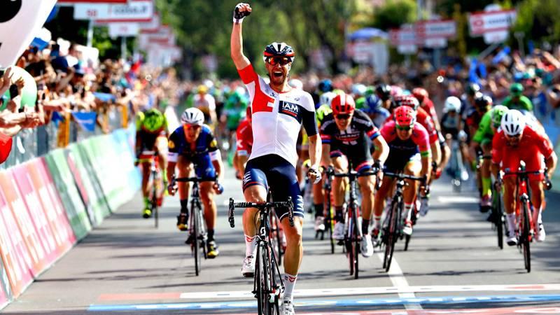 El ciclista alemán Roger Kluge (IAM Cycling) se ha impuesto este  miércoles en la decimoséptima etapa del Giro de Italia, disputada  entre Molveno y Cassano d'Adda sobre 196 kilómetros, al sorprender a  los sprinters en un final inesperado en el que