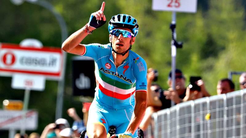 El italiano Vincenzo Nibali (Astana) se ha impuesto en solitario en la decimonovena etapa del Giro de Italia, disputada entre Pinerolo y Risoul, de 162 kilómetros, por delante del español Mikel Nieve, mientras que el colombiano Esteban Chaves (Orica)