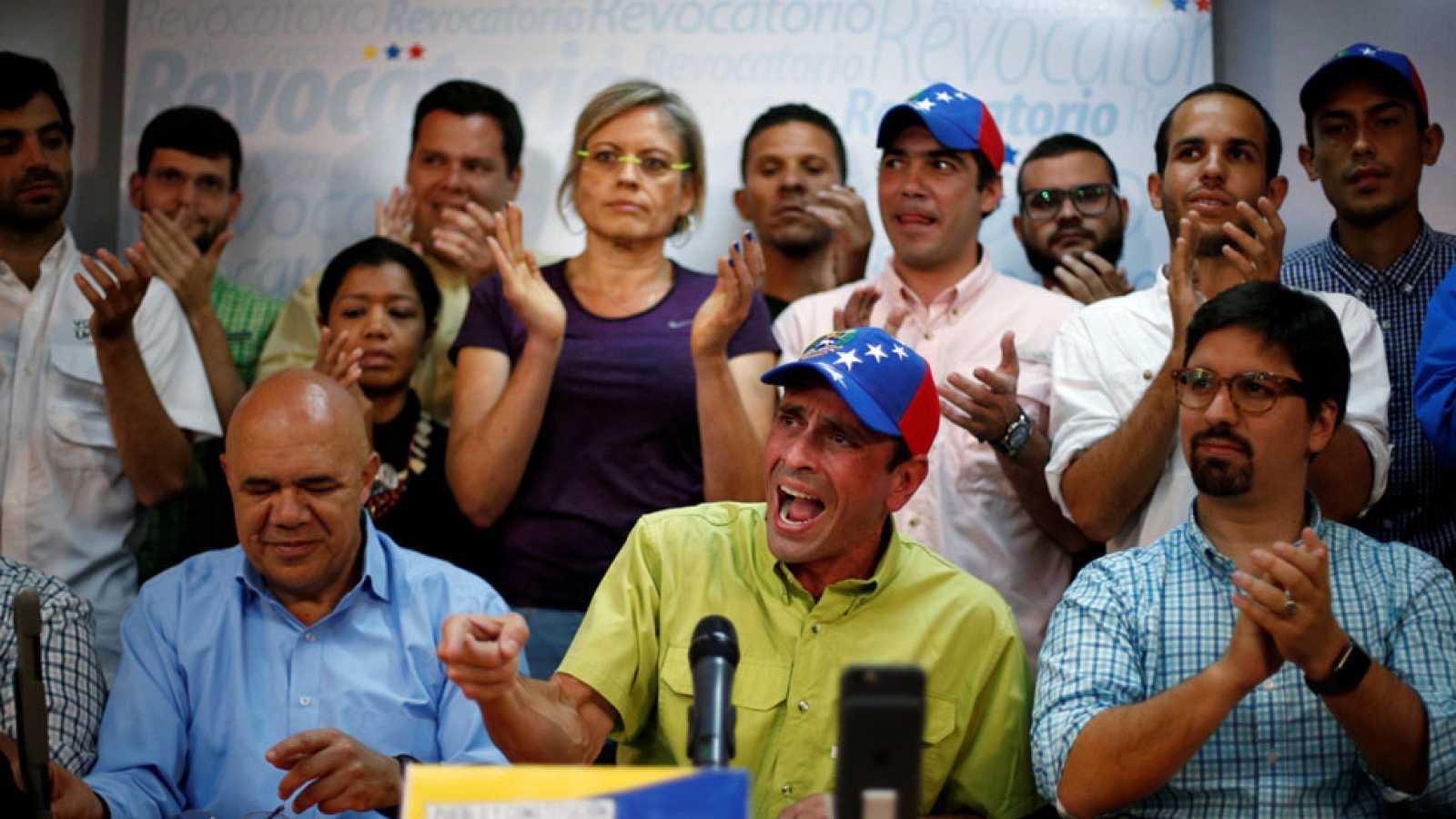 La oposición venezolana valida más del doble de firmas requeridas