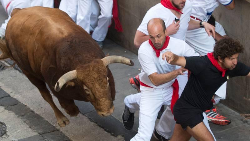 Quinto encierro en San Fermin rápido con toros de Jandilla