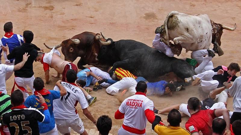 San Fermín 2016 se cierra con un encierro rápido y peligroso de los toros de Miura