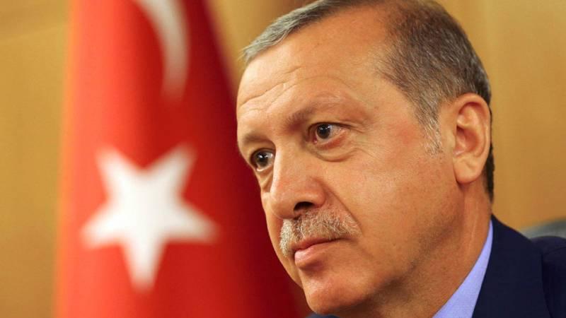 El presidente Recep Tayyip Erdogan es el hombre más poderoso de Turquía. Ejerció como primer ministro turco entre marzo de 2003 y agosto de 2014, y anteriormente como alcalde de Estambul entre 1994 y 1998. En 1998 se le prohibió tomar cualquier puest