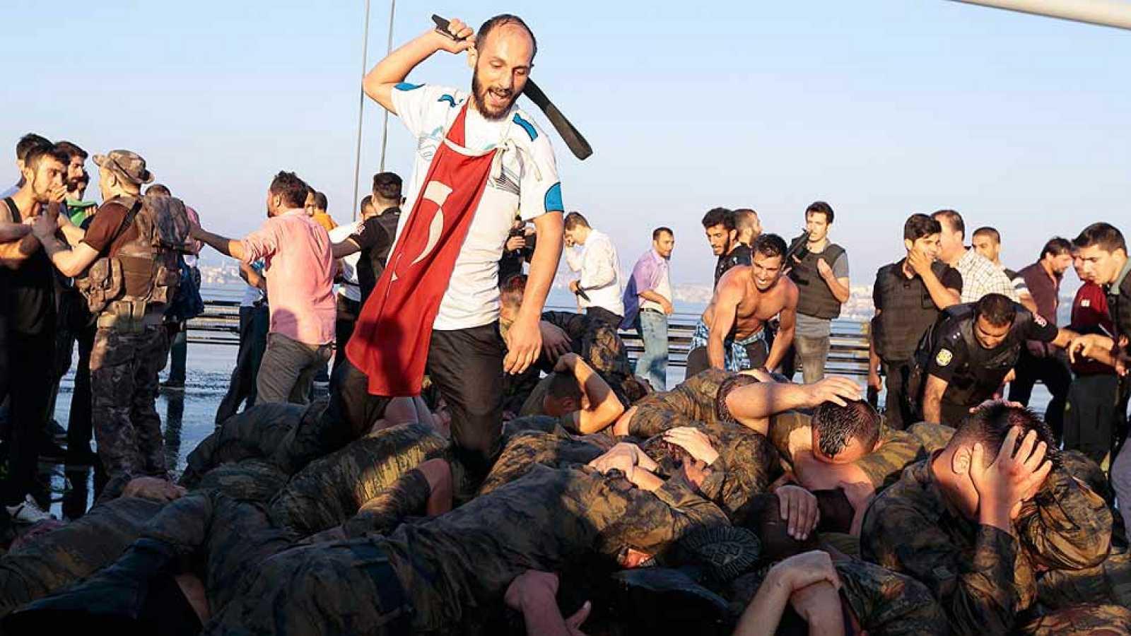 El Gobierno turco recupera el control tras el intento de golpe militar