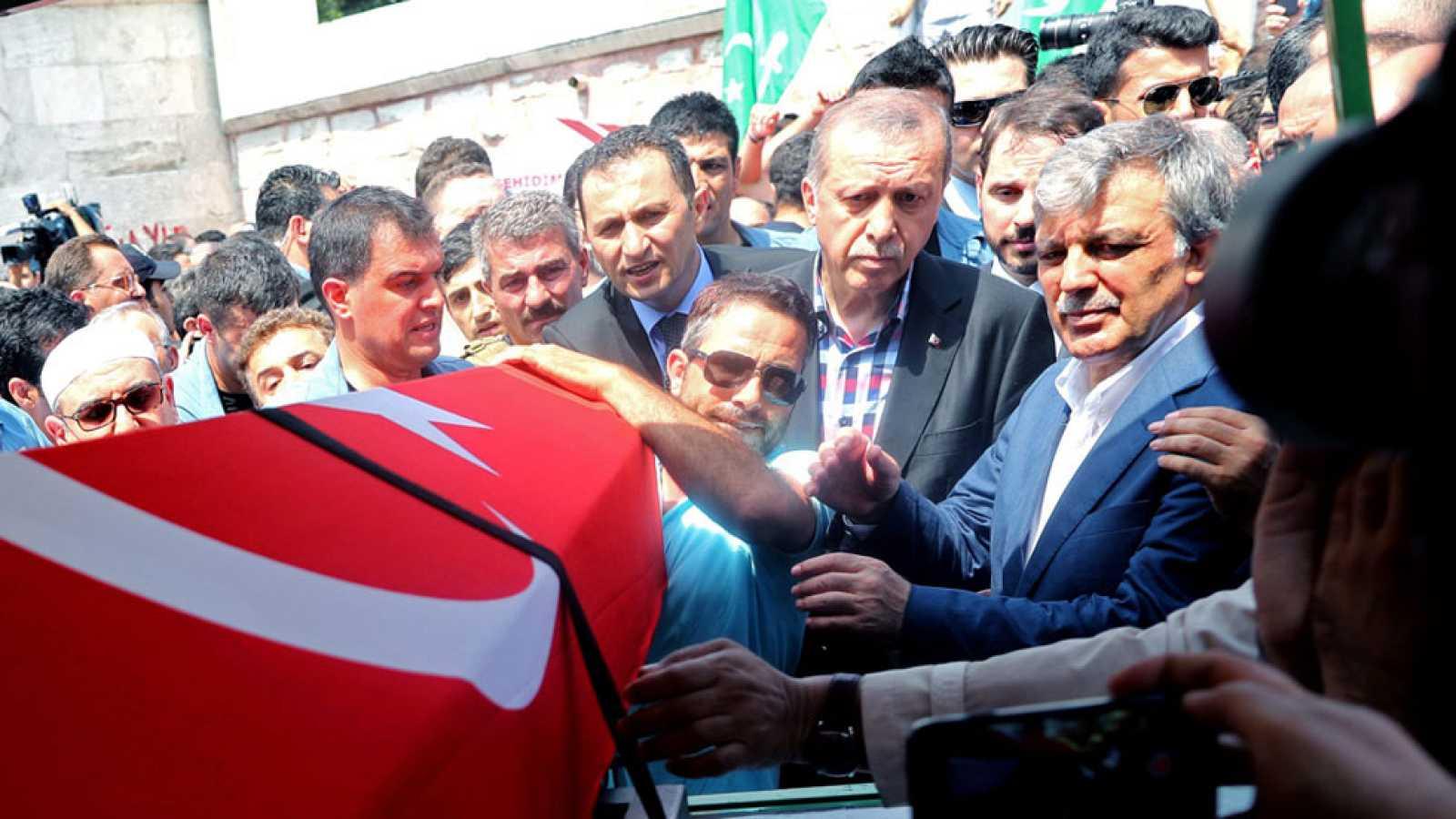 Erdogan refuerza la unidad de su partido