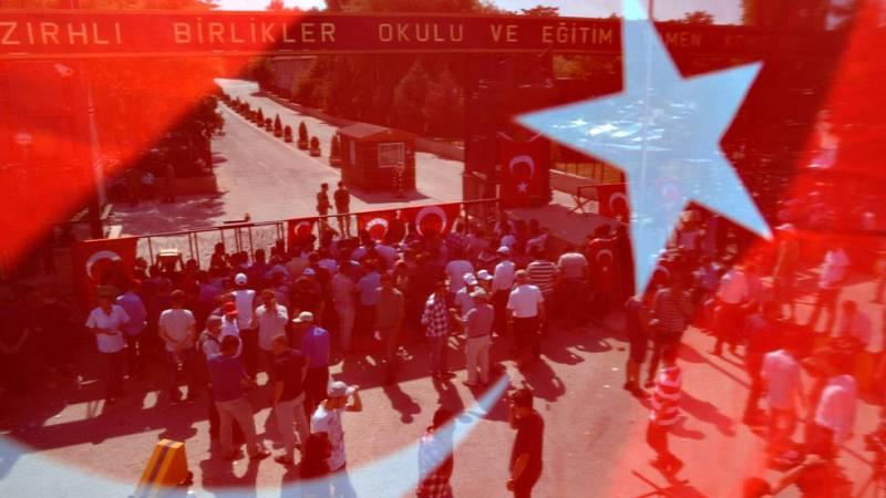 Siguen las detenciones de presuntos golpistas en Turquía
