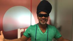 Carlinhos Brown, desata su energía en directo en  'Las mañansa de RNE'
