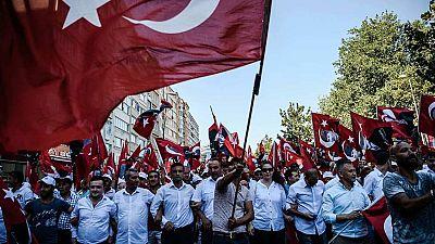Multitudinaria manifestación en la plaza Taksim de Estambul a favor de la democracia