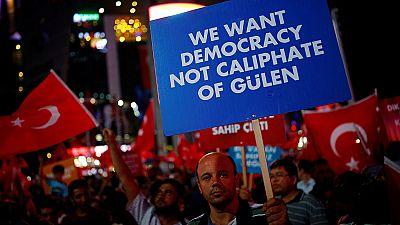 El Gobierno turco ordena el cierre de 130 medios de comunicación
