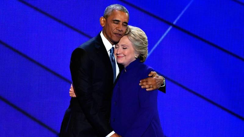 """Barack Obama arropa a Hillary Clinton como la candidata de la """"esperanza"""" frente a Trump"""