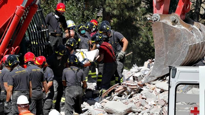Las esperanzas de encontrar supervivientes del terremoto de Italia se reducen, aunque queda esperanza