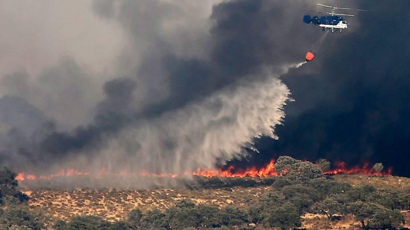 El incendio de El Castillo de las Guardias, en Sevilla, sigue sin control tras haber quemado 1.500 hectáreas