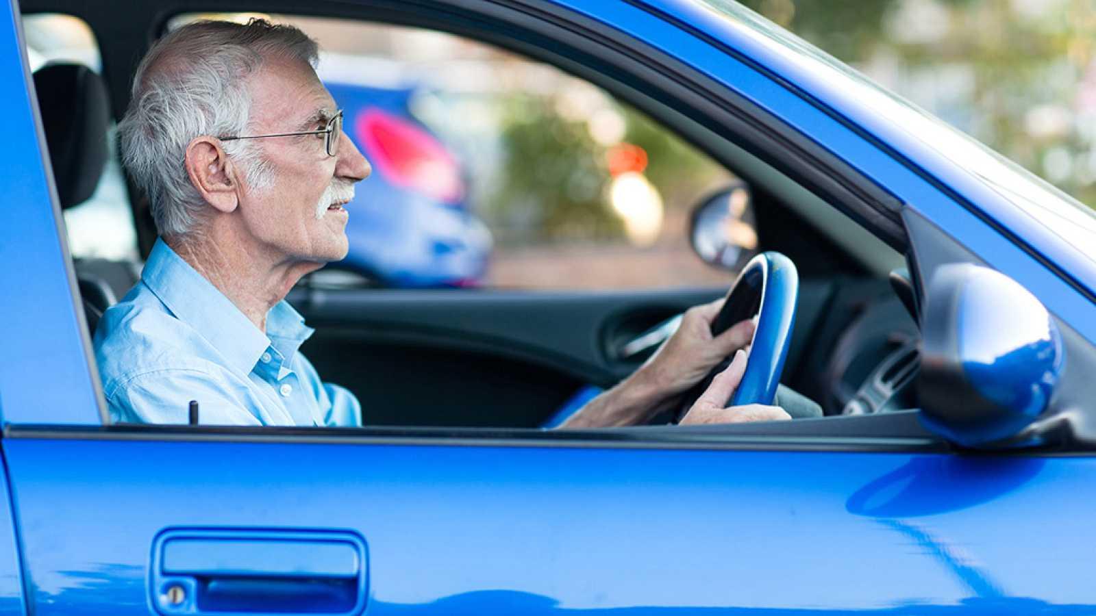 Los mayores tienen menos accidentes que los jóvenes, según el estudio de una aseguradora