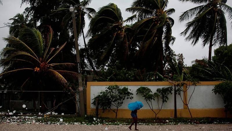 El huracán Matthew llega a Haití con vientos de más de 200 km/h