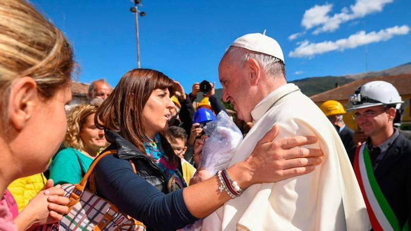 El Papa visita Amatrice, el pueblo italiano devastado por un terremoto