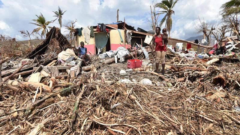 Huracán Matthew - Haití entierra a sus muertos y recibe ayuda humanitaria