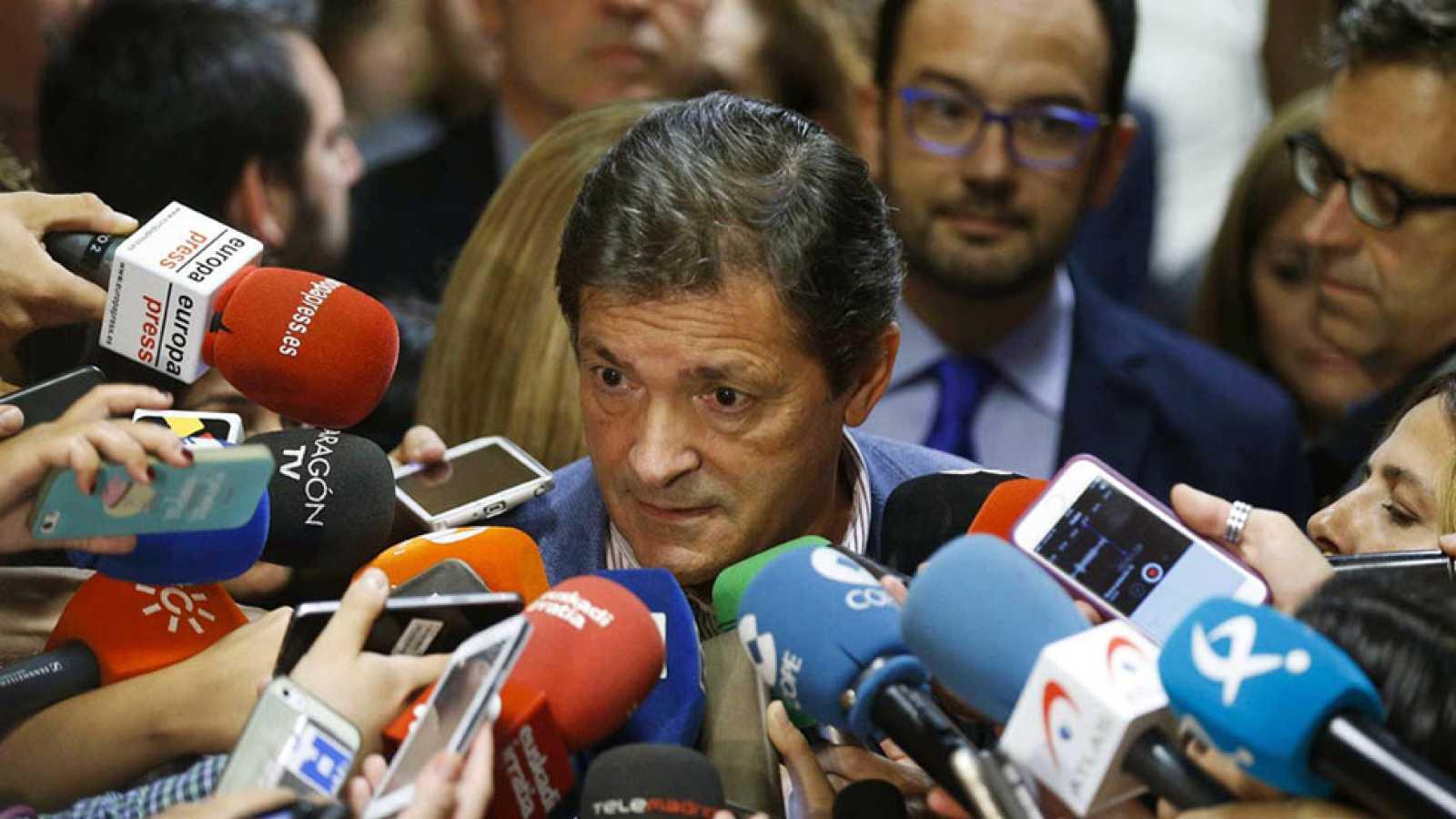 Javier Fernández reconoce las dificultades para girar al PSOE hacia la abstención