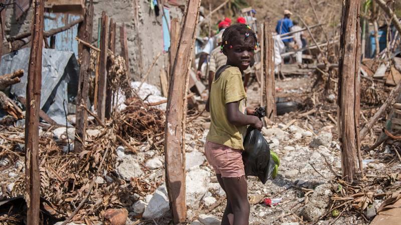 El huracán Matthew deja sin escuela a 100.000 niños en Haití mientras la falta de suministros y agua potable dispara el riesgo de cólera
