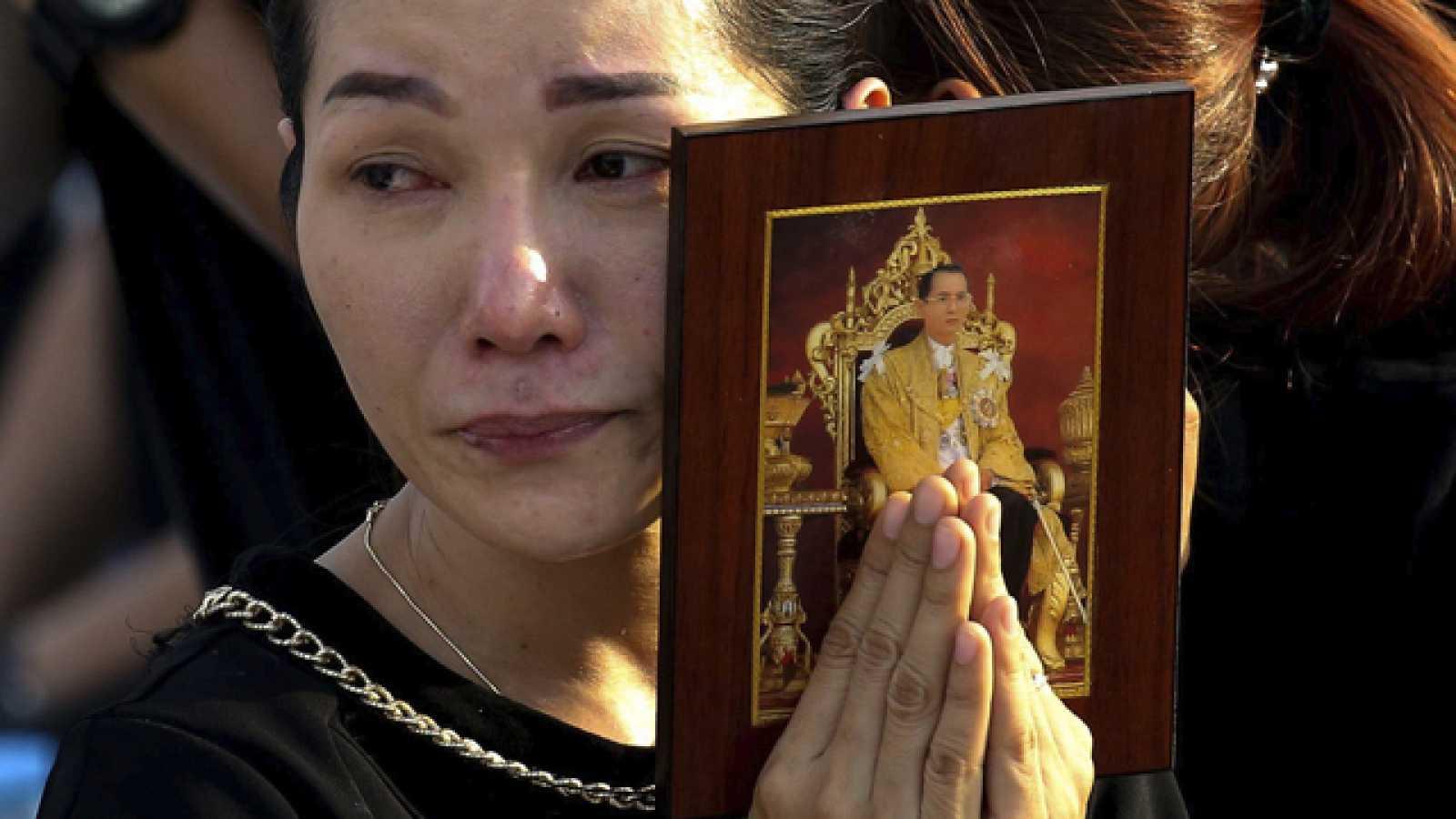 Tailandia rinde honras funébres a su rey