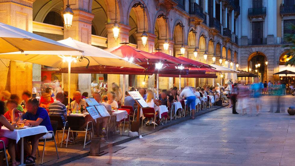 Barcelona suspende la concesión de licencias para abrir bares y ...