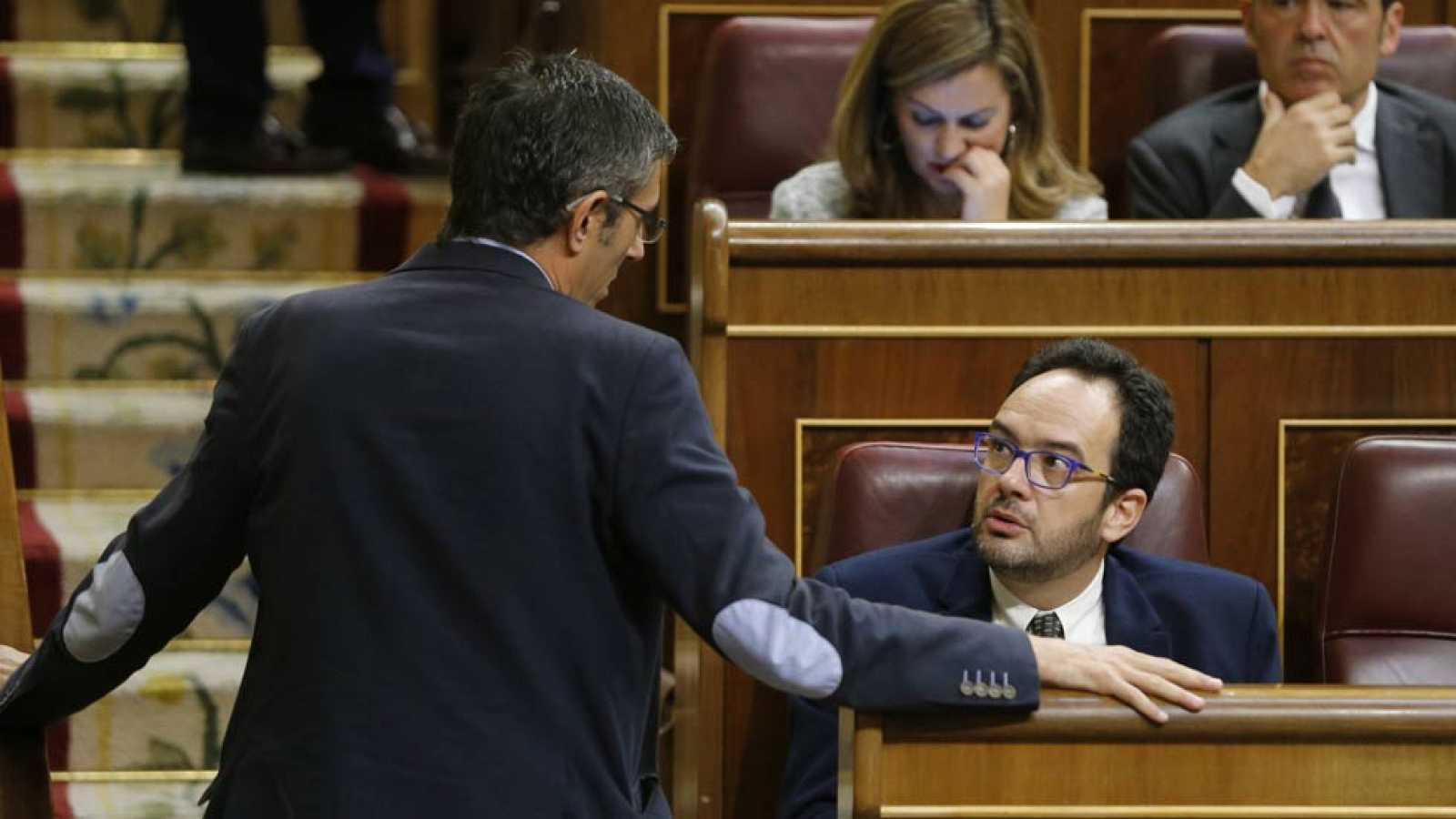 El PSOE reúne a su grupo parlamentario para recordarles que deben abstenerse en bloque
