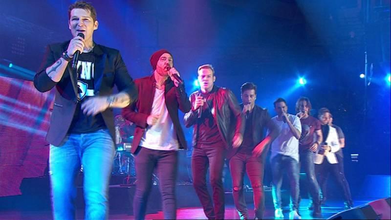 Los chicos de OT1 cantan 'Corazón Espinado' en el concierto de OT