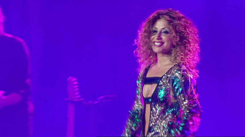 Verónica canta 'Bésame' en el concierto de OT