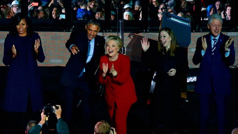 """Clinton cierra la campaña junto a los Obama y a su familia: """"Quiero ser la presidenta de todos"""""""