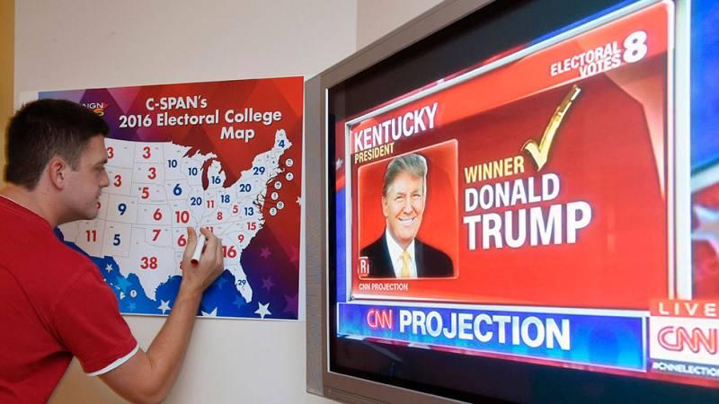 Trump gana en los estados republicanos tradicionales y arrebata algunos históricamente demócratas