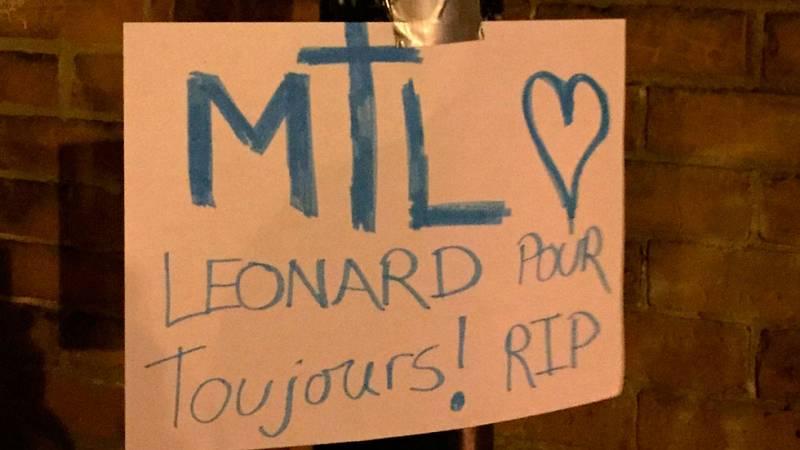 Flores y mensajes de agradecimiento para Leonard Cohen