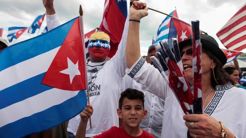Los exiliados cubanos en Miami celebran con euforia la muerte de Fidel Castro