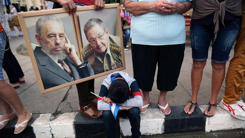 La caravana con las cenizas de Fidel Castro continúa su recorrido hacia Santiago