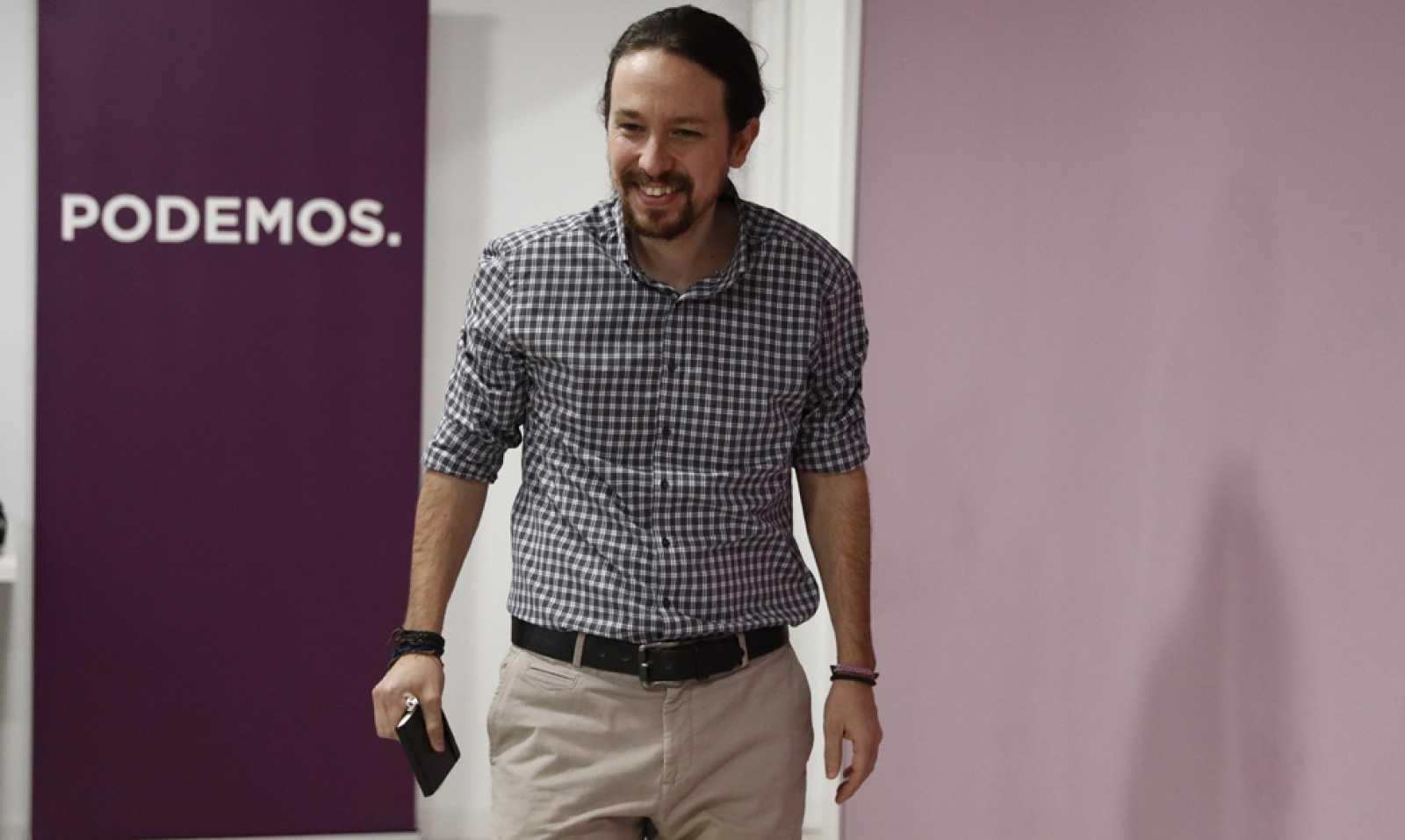 """Iglesias llama a parar la """"espiral de torpeza"""" en Podemos y pide perdón: """"Sé que os estamos avergonzando"""""""