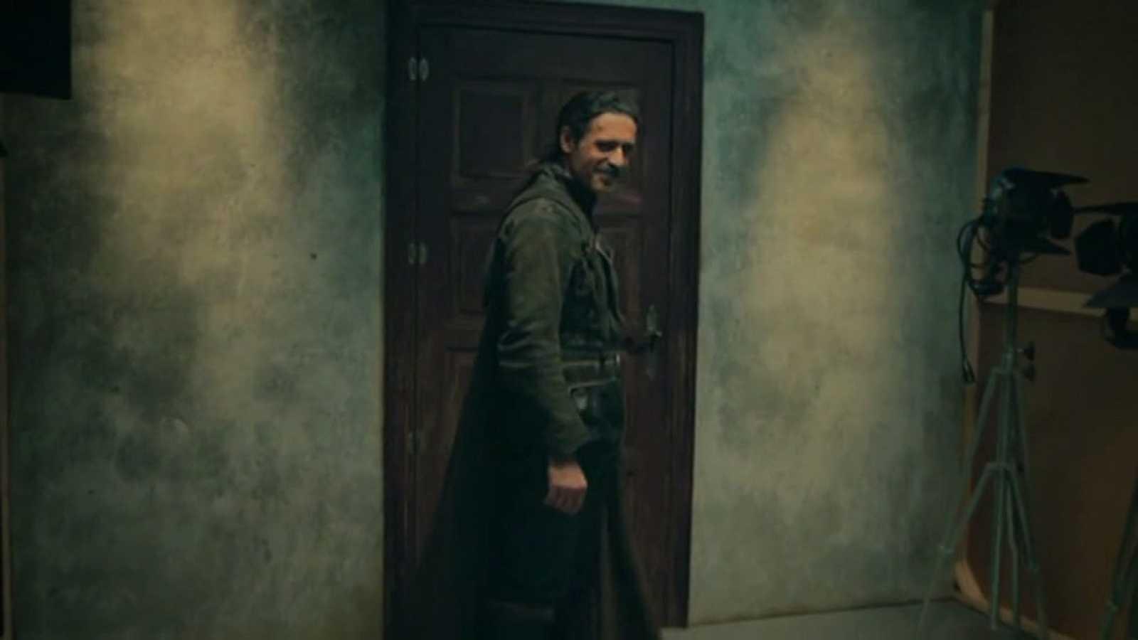 TVE mira hacia adelante en 2017 con los grandes estrenos de la temporada en una promoción donde aparecen Toni de 'Cuéntame cómo pasó' y Alonso de 'El Ministerio del Tiempo'.