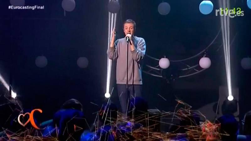 Eurocasting - El youtuber David Rees canta un mashup eurovisivo en la final del Eurocasting