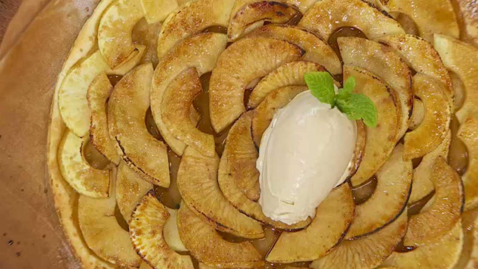 Torres en la cocina - Tarta fina de manzana con helado casero