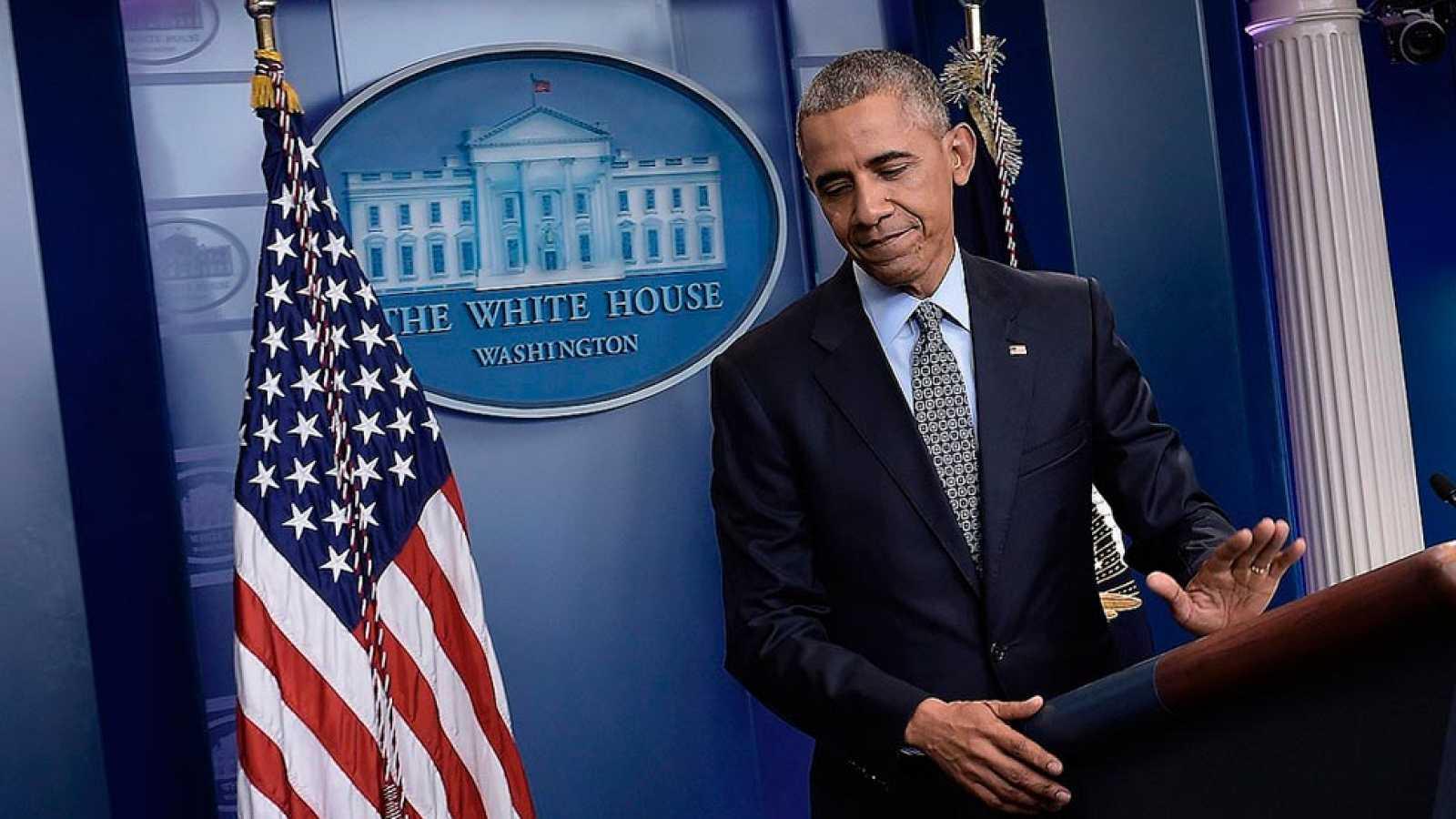 Obama recomienda a Trump firmeza frente a Rusia en su última comparecencia