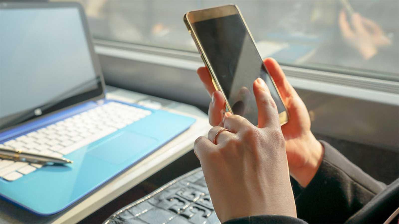 La UE acuerda los límites para las tarifas mayoristas de 'roaming', último paso para la itinerancia gratuita