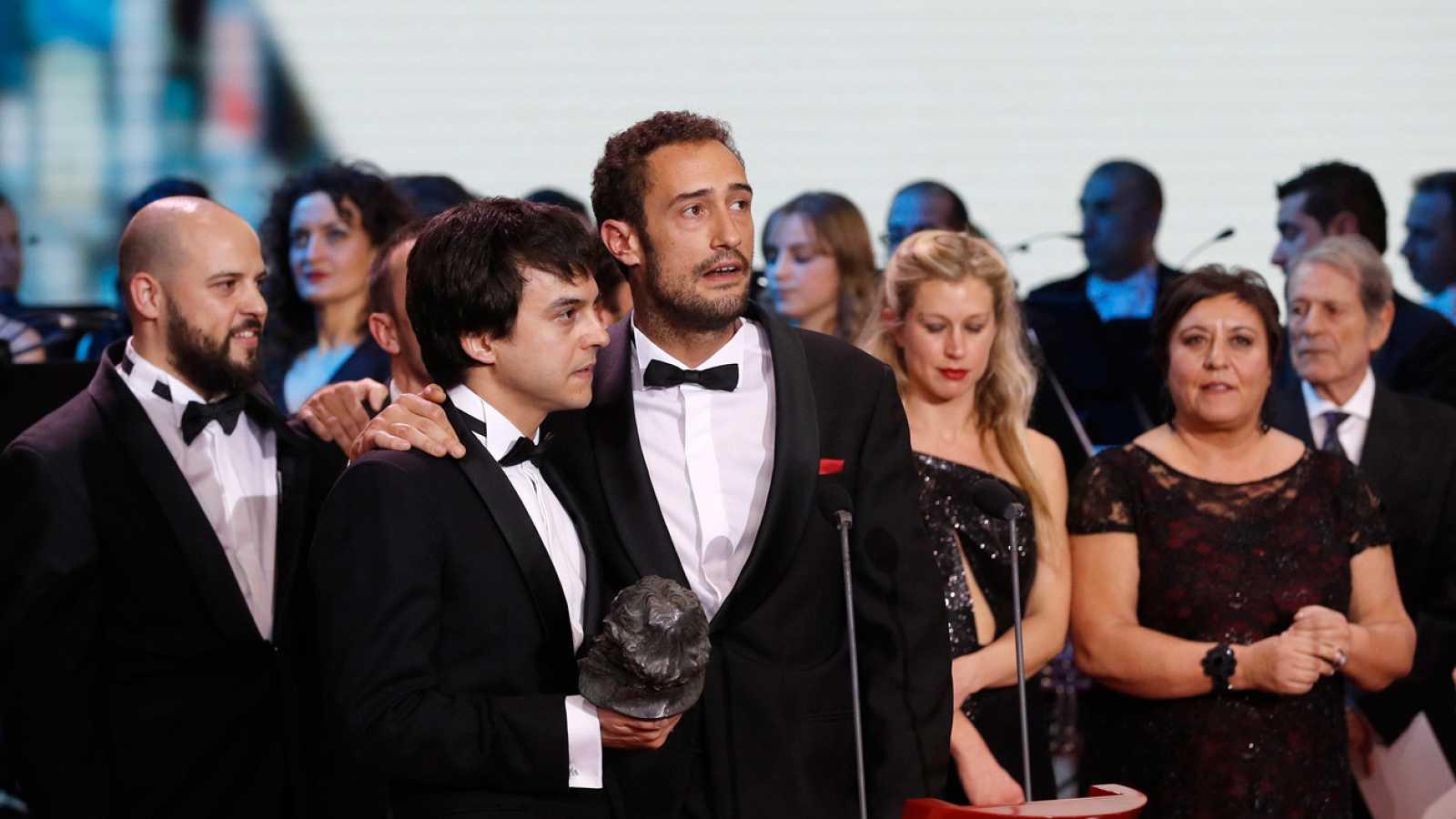 Goya 2017 Los responsables de 'Frágil equilibrio' recogen el Goya a la Mejor Película Documental